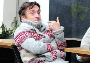 A photo of celebrity Richard Hammond smoking his e-cigarette outside.